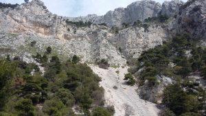 Les falaises calcaires du Parnès.